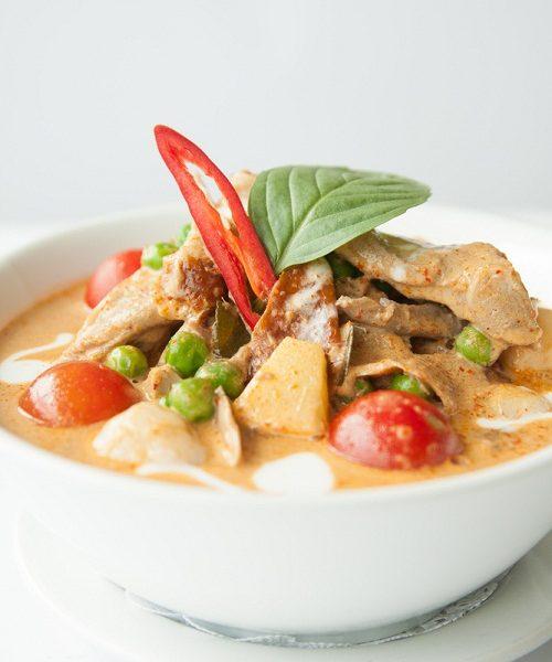 แกงเผ็ดเป็ดย่าง หอมกลิ่นเครื่องแกงรสจัดจ้านตำรับอาหารไทย
